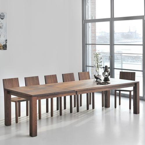Esstisch / skandinavisches Design / aus Eiche / aus Nussbaum / Massivholz