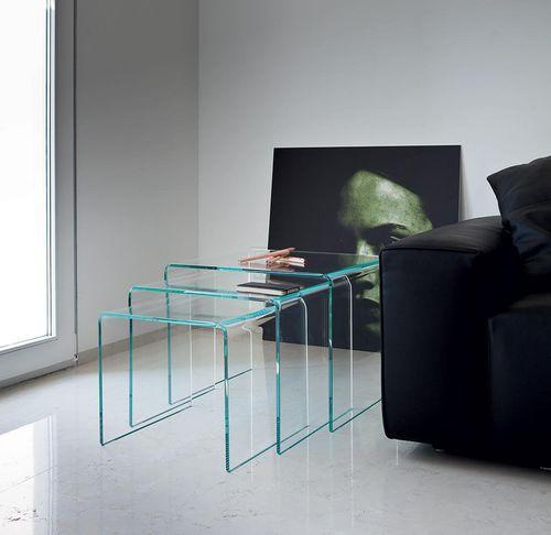 moderner Satztisch / gekrümmtes Glas / Rauchglas / mit gewölbtem Fußgestell
