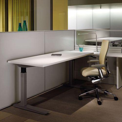 Holzfurnier-Schreibtisch