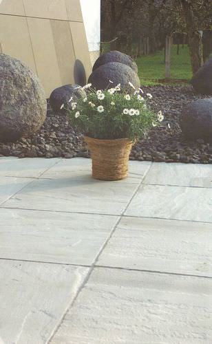 Natursteinplattenbelag