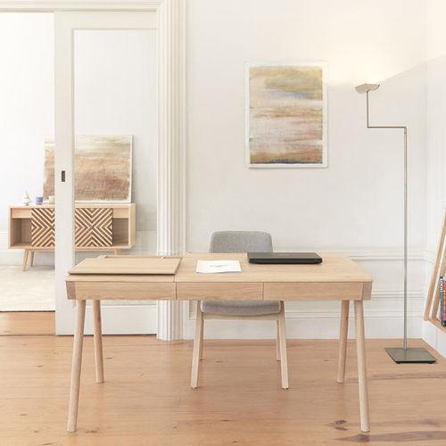 Schreibtisch aus Eiche / aus Nussbaum / Massivholz / modern