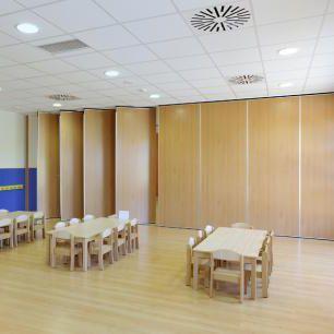 Dreh-Schiebe Trennwand / Holz / für Großraumbüros / für Konferenzraum