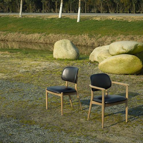 moderner Stuhl / Polster / mit Armlehnen / Massivholz