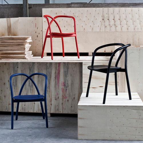 moderner Stuhl / mit Armlehnen / aus Esche / schwarz