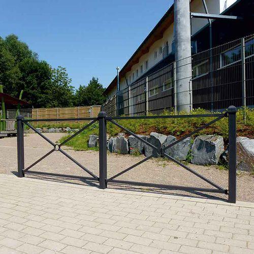 Schutzabsperrung / feststehend / Stahl / für öffentliche Bereiche