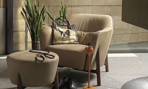 moderner Sessel / Baumwolle / Holz / mit Fußstütze