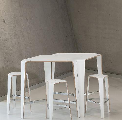 minimalistischer Stehtisch / Holzfurnier / HPL / mit Fußgestell aus Buche