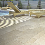 Sandstein Plattenbelag / rutschfest / für Poolrand / Außenbereich