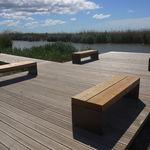 Parkbank / minimalistisch / Holz / verzinkter Stahl
