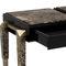 moderner Konsolentisch / lackiertes Holz / Messing / Marmor