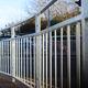 Zaun für öffentliche Bereiche / Stangen / Metall / verstärkt gesichert