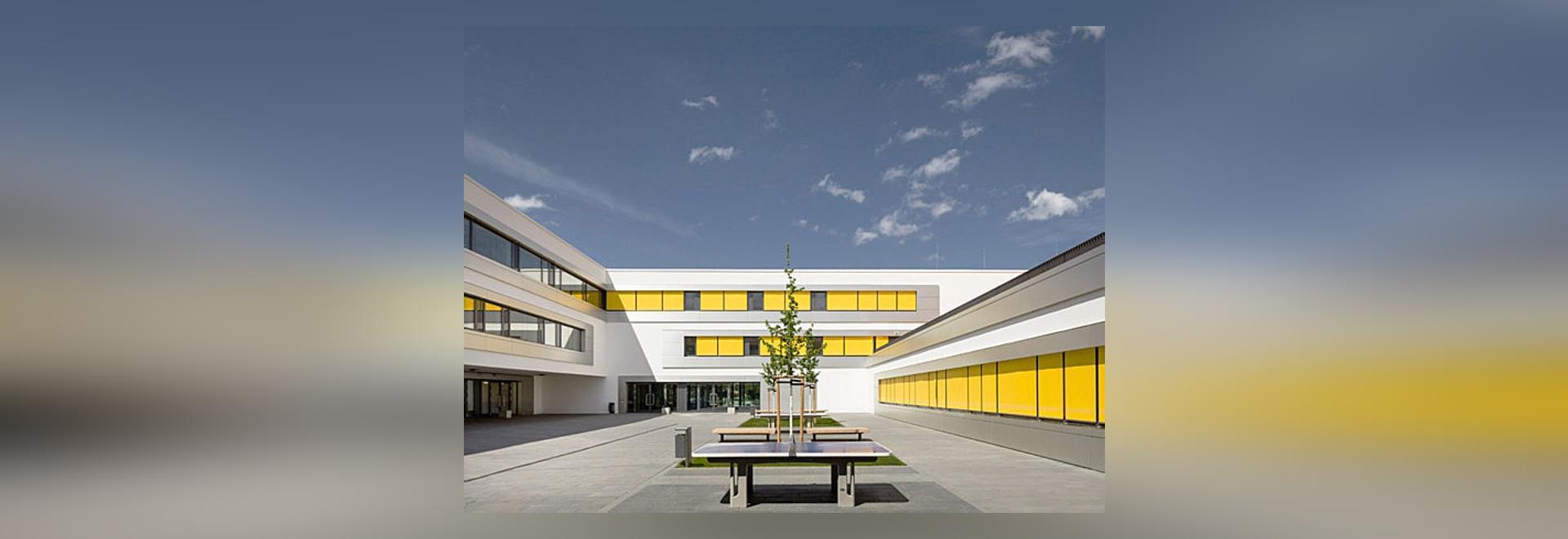 3. Schule Leipzig - Moderne Schule:  Aluminiumfassade als Beitrag zum Passivhausstandard