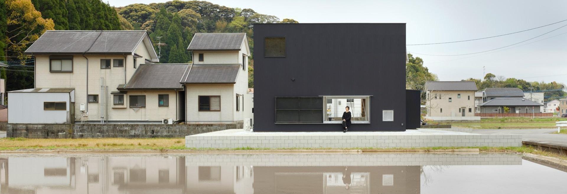 atelier kenta eto wickelt würfelhaus in schwarzem aluminium in kadokawa, japan ein
