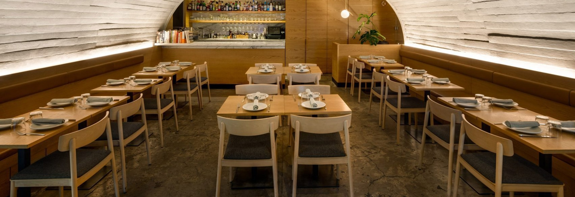 Betonbogen bedeckt Mexiko City's italienisches Restaurant Sartoria