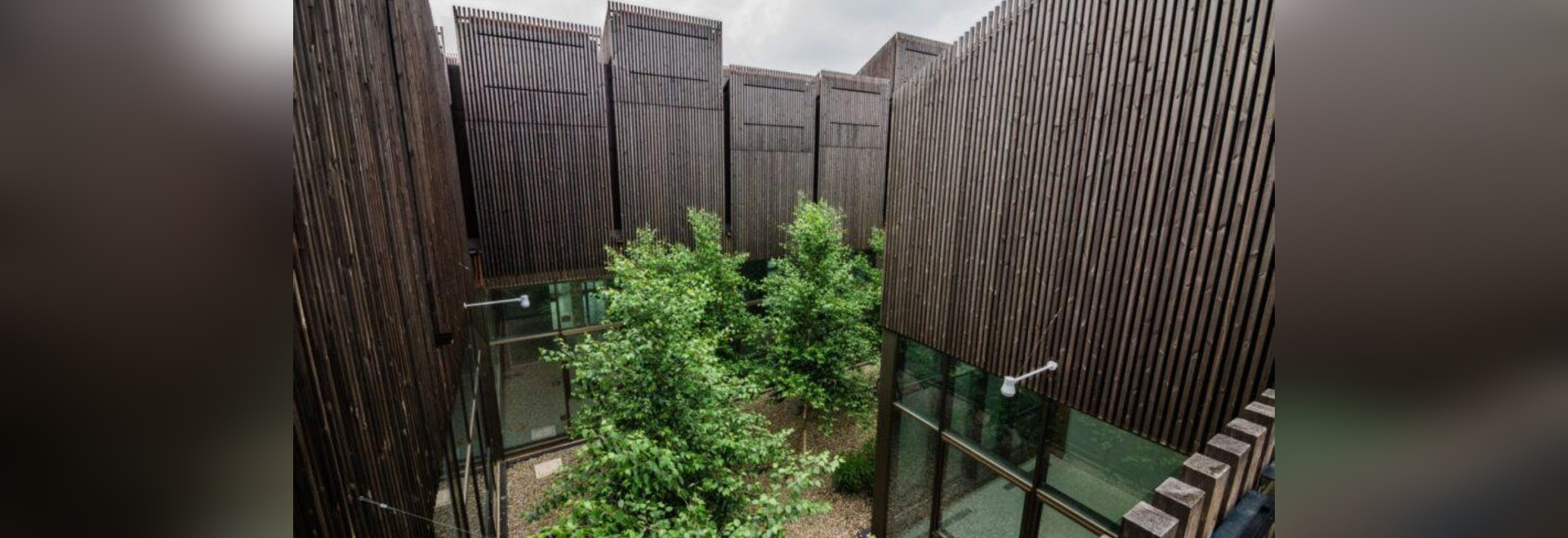 """Bürogebäude nutzt 112 """"intelligente"""" Schornsteine zur Regulierung von Licht, Luft und Energie"""