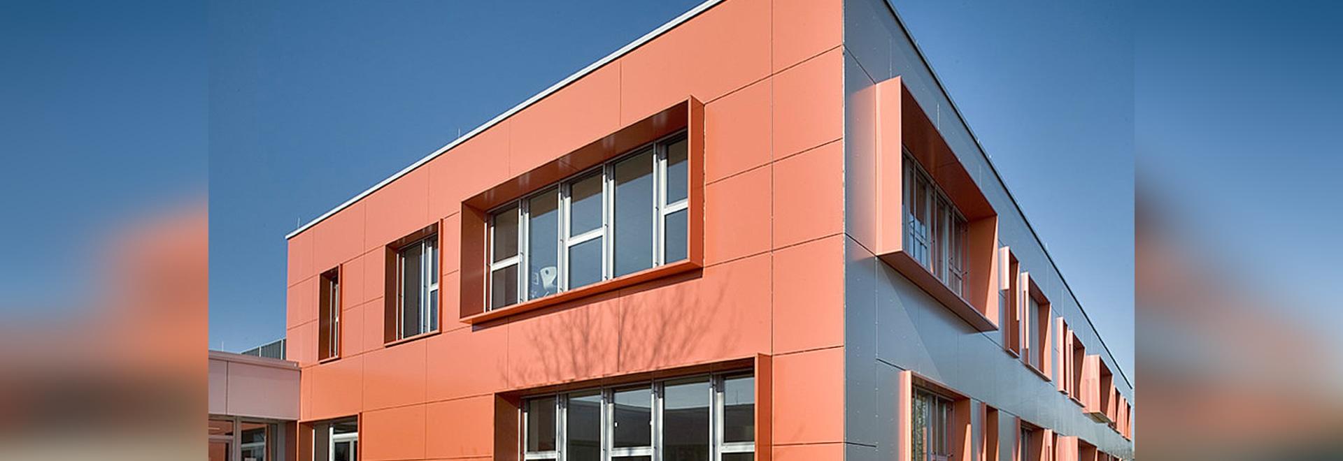 College Wilhelm Leuschner – Energetische und visuelle Sanierung mit Reynobond Aluminium-Verbundplatten