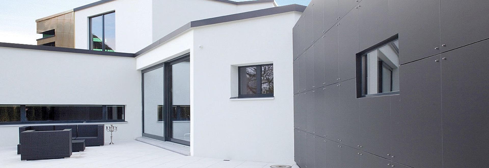 Einzelhaus Villa W. – Klar und wirksam Farbkontrast mit Reynbond Zink-Verbundplatten
