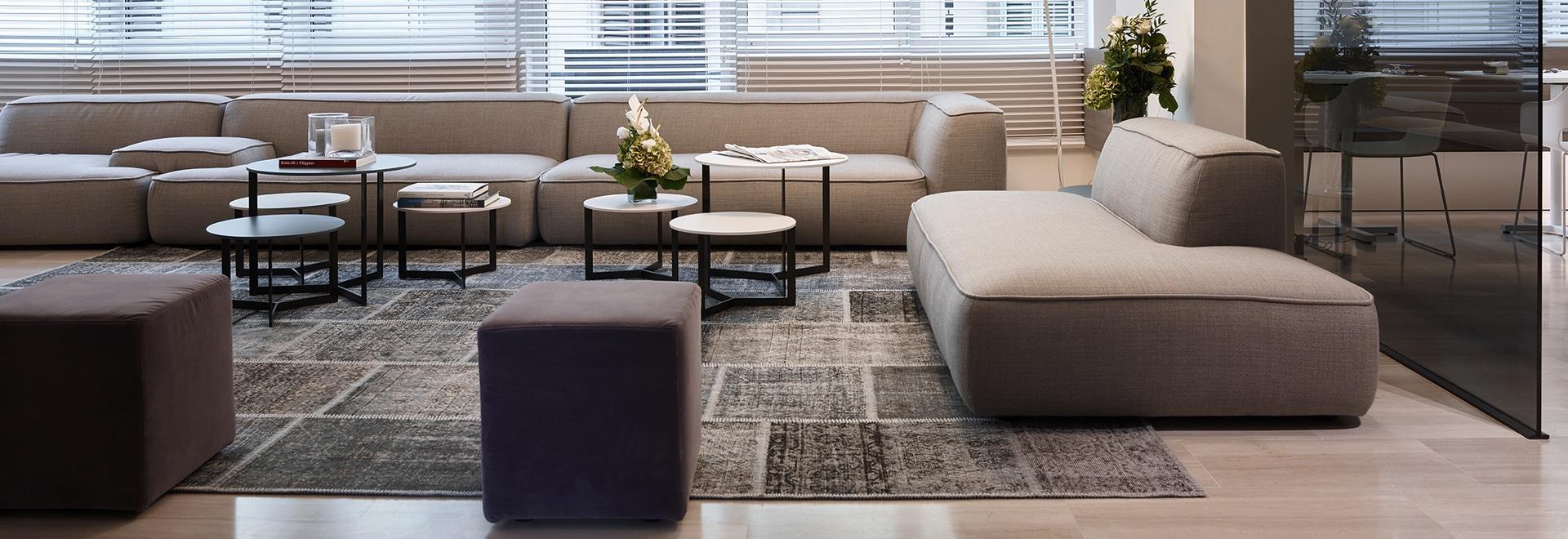 Die empfindlichen des Lemas Note unterzeichnet die Möbel für das neue Hotel des flüchtigen Blickes in Florenz.