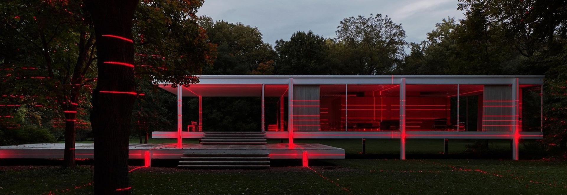 Geometrie des Lichts: Eine Multimedia-Installation verbindet die ikonische Architektur des Farnsworth House mit seiner pastoralen Umgebung