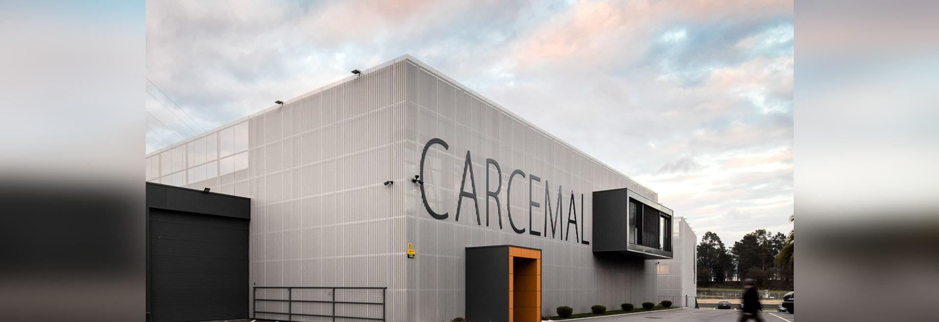 Eine Gewebe ähnliche Fassade mit Gewohnheit-perforierten Aluminiumblättern