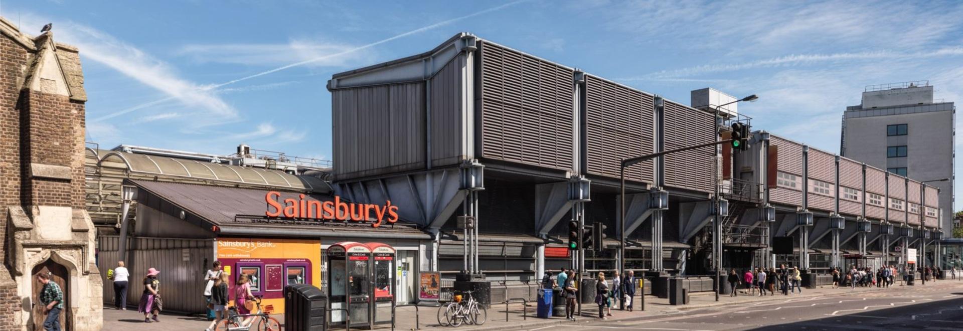 """Grimshaws """"unapologetisch futuristischer"""" Sainsbury's Supermarkt wurde zum Kulturerbe erklärt"""