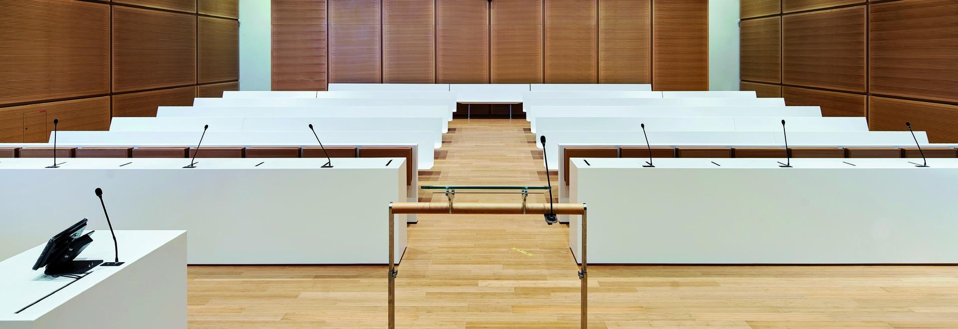 Aus KRION® gefertigtes Mobiliar im neuen Gebäude des Tribunal de Grande Instance in Paris KRION® gefertigtes Mobiliar im neuen Gebäude des Tribunal de Grande Instance in Paris - Solid Surface