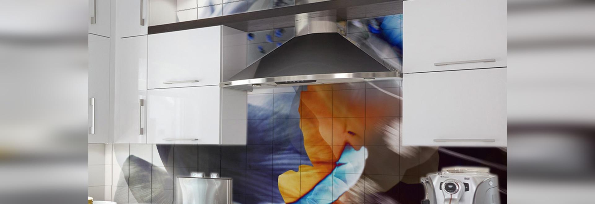 Küche in einem Privateigentum mit kundengebundener Wandfliese