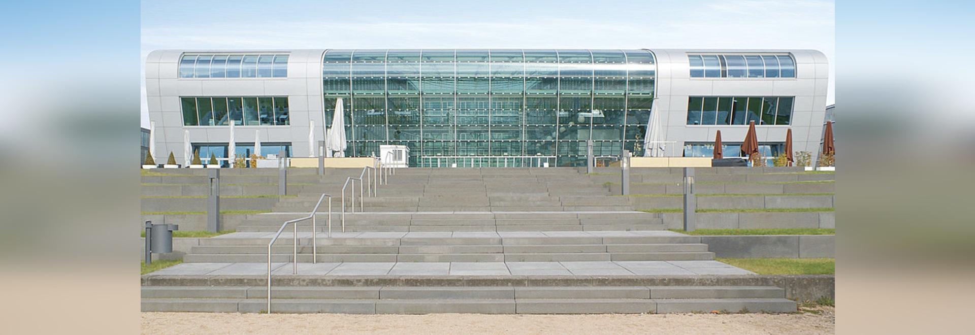 Luxury Hotel Kameha Grand Bonn – Futuristische Architektur am Ufer des Rheines mit Reynobond Aluminium-Verbundplatten