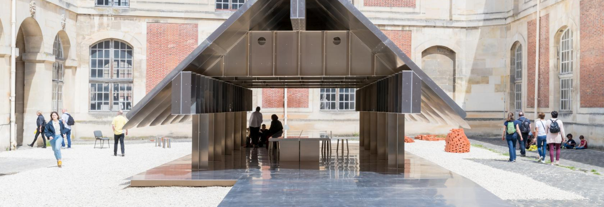 MOS Studio entwirft semi-permanenten Bildungspavillon in Versaille
