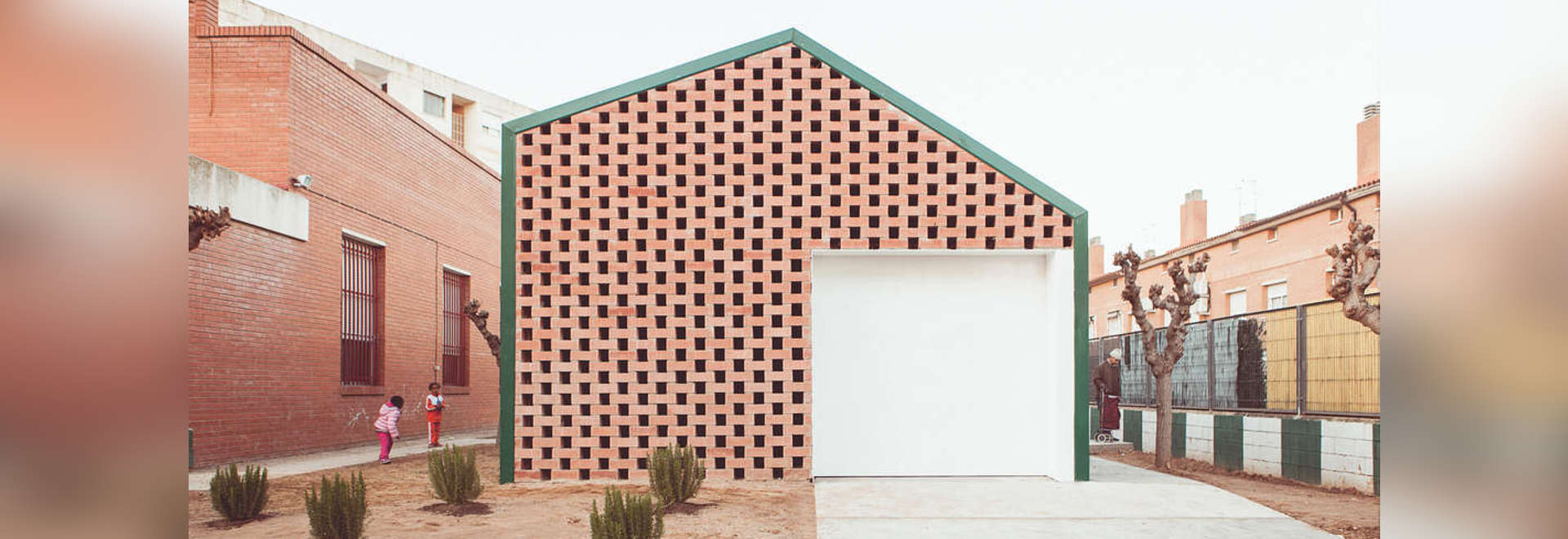 Neue Archetypen: NUA Arquitectures? SDA Lebensmittelverteilung-Mitte wendet einfachen Entwurf für eine große Auswirkung in Spanien an