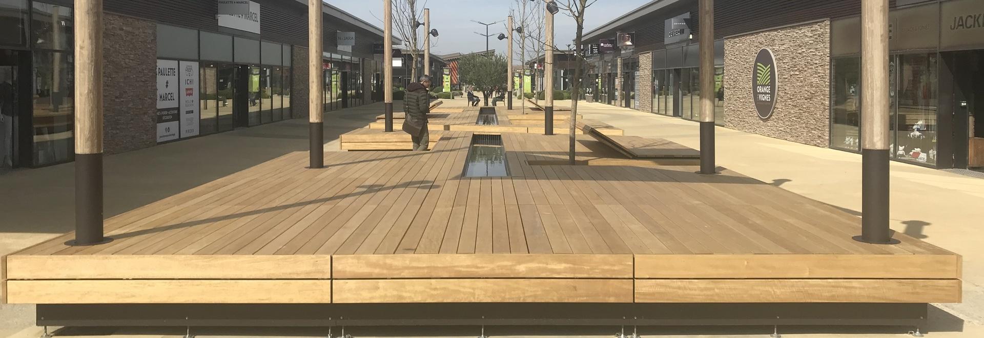 """Neue Stadtmöbel für das Einkaufszentrum """"Les Vignes"""" in Orange (84)"""