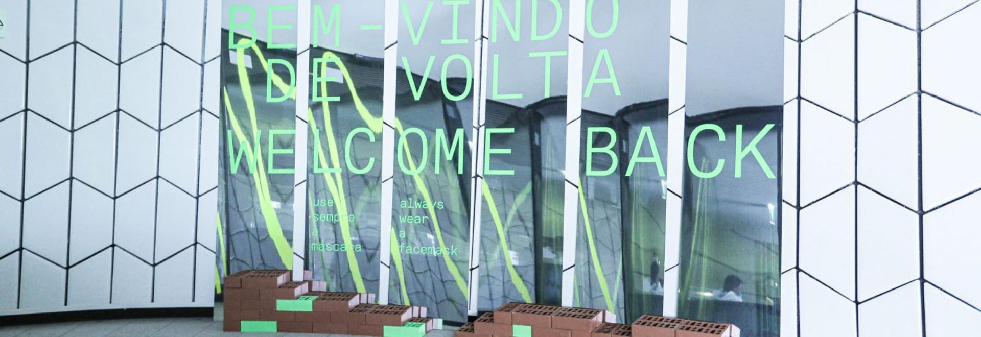 Sam Baron entwirft Ziegel- und Spiegelschilder, um soziale Distanzierung am MAAT zu ermöglichen