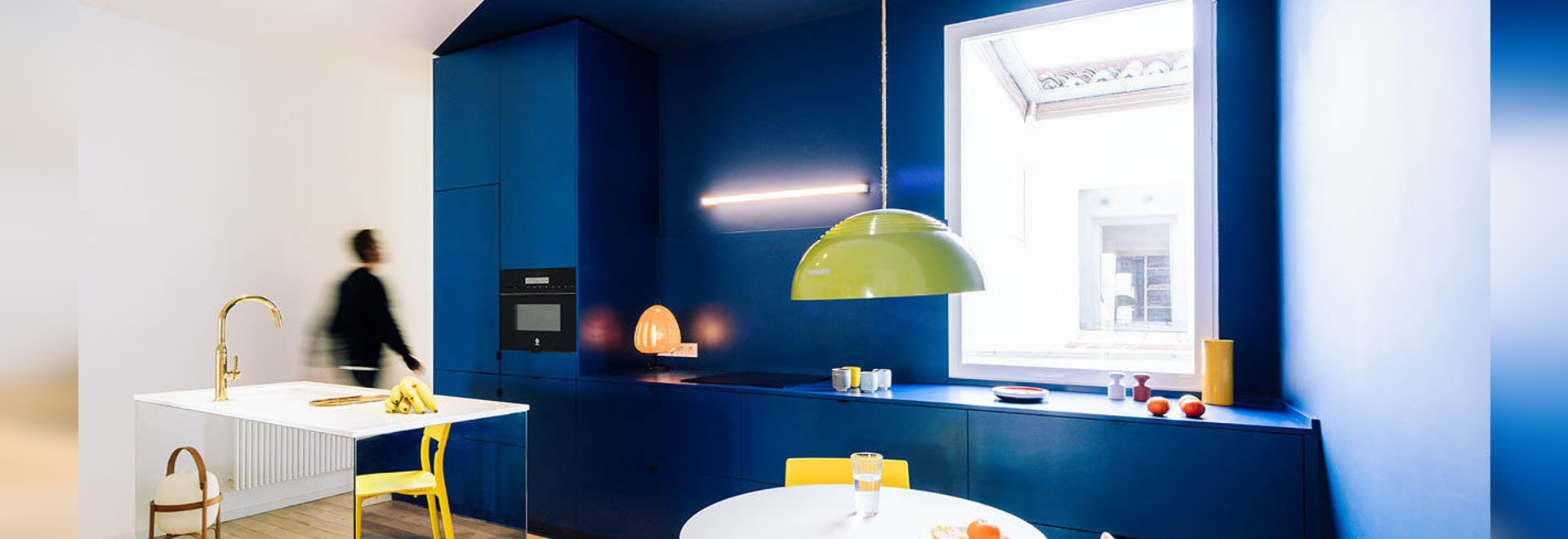 sequenzhaus: Eine 124-Quadratmeter-Wohnung in Madrid, gefüllt mit Primärfarben