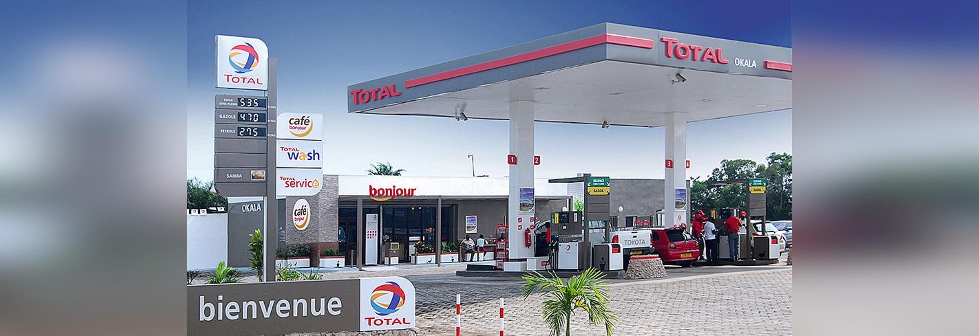 TOTAL Tankstelle – Neues Konzept für moderne und nachhaltige Corporate Identity mit einbrennlackierten Aluminiumblechen