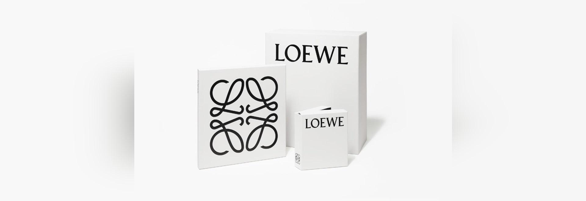 Unter der neuen kreativen Richtung von JW Anderson, hat spanische Luxuxmarke Loewe Entwerfer Michael Amzalag und Mathias Augustyniak von M/M (Paris) eingetragen um eine neue grafische Identität für...