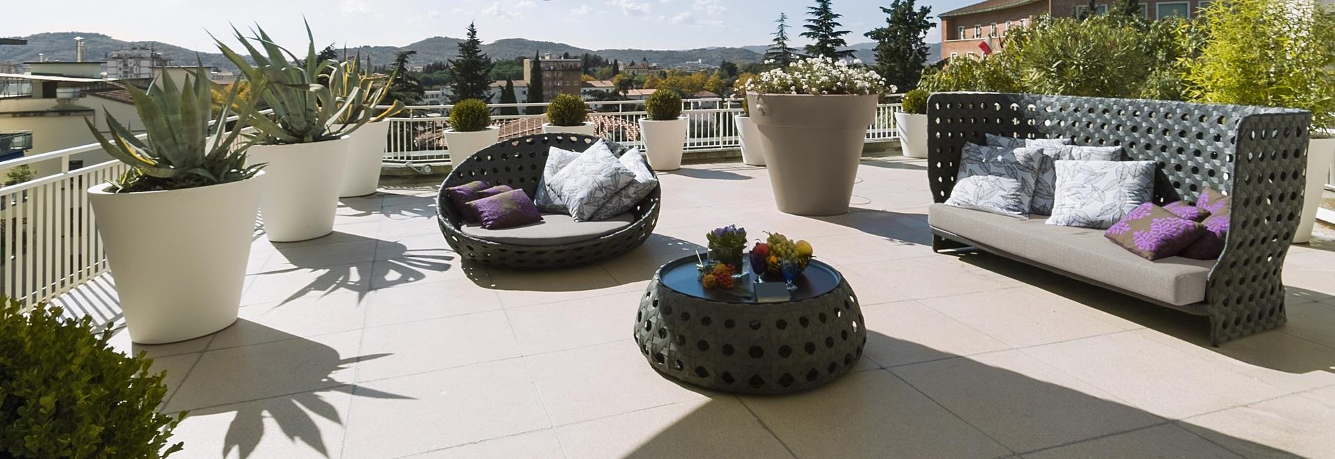 Wasserabweisendes imprägniermittel mit infiltrationsschutz für terrassen.
