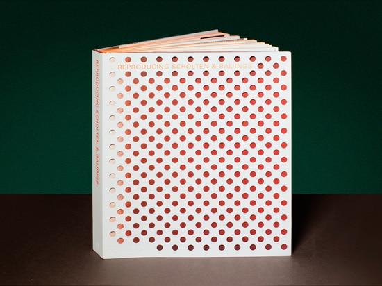 Verwiesen durch Textilhändler Maharam, Scholten u. Baijings ist erster Band eine verständnisvolle Darstellung des holländischen Modus operandi des Entwurfsduos.