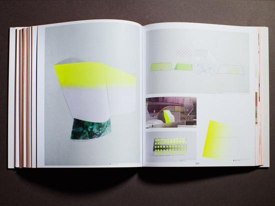 Gefüllt mit Skizzen, Wiedergabe, Mustern und Fotographien von den handwerklichen Werkstätten, strömt das Buch vorbei mit dem gleichen Charme und Korn, die Stefan Scholten und Carole Baijings in jed...