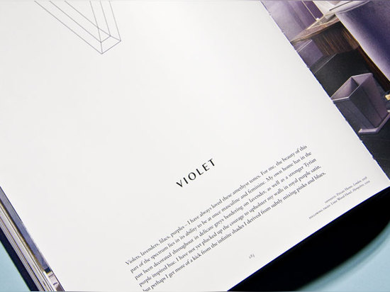 V z.B. ist für Veilchen, eins von Collins Lieblingsfarben und während seines Innenraums überwiegend verwendet