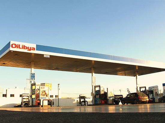 CID für Tankstellen - Oil Lybia: Streifenlackierte Aluminium-Verbundplatten für Vordächer