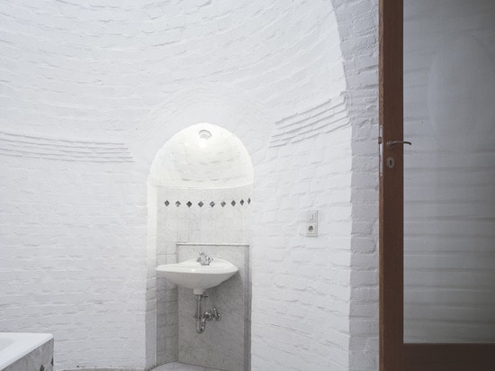 … zusammen mit seiner Kreisfußbodenplan- und -ziegelsteinhaube verleiht sie eine fast heilige Atmosphäre. (Foto: Lukas Roth)