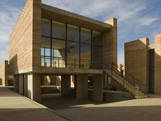 Er entwarf die Gebäude für die neue Kunstakademie als Reihe Studiogebäude um Höfe… (Foto © Mauricio Rocha)