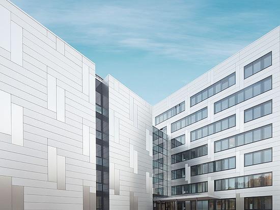 Pensionskasse Hoechst –Homogene Fassade mit schillernden Effekten mit Reynobond Aluminium-Verbundplatten