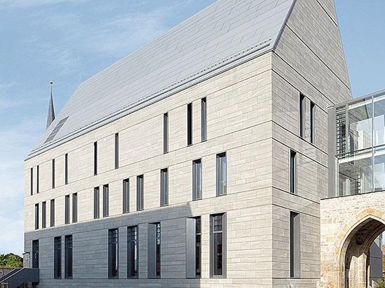 Library Augustinian Monastery – Modernisierte historische Architektur durch Reynobond Zink-Verbundplatten