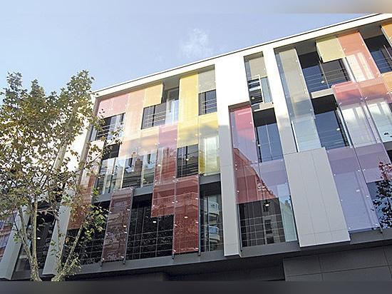 Headquarters Endesa - Nachhaltigkeit durch neue selbstreinigende Fassade mit Aluminium-Verbundplatte