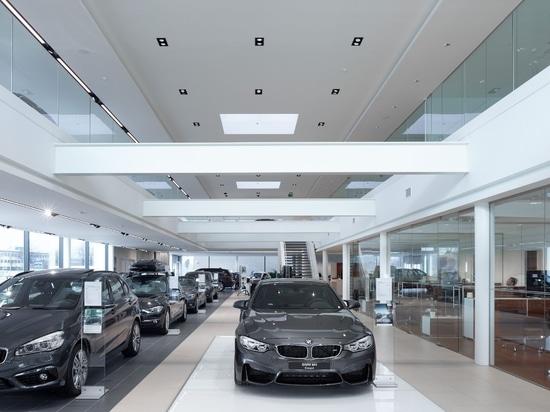 Leuchtreklame für BMW Gregoir durch Zumtobel