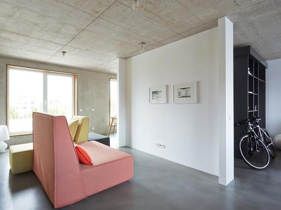 Die Bettsofas der Elle passten tadellos in das Konzept der konkreten Wohnungen