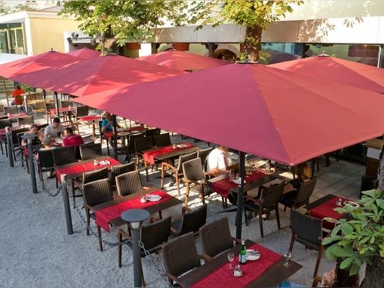 """Sonnenschirm Big Ben 3 m x 4 m, Rahmen RAL 7016 Anthrazit, Bordeaux der Überdachung U804, mit integrierter Spreizelichter """"Eleganz """""""