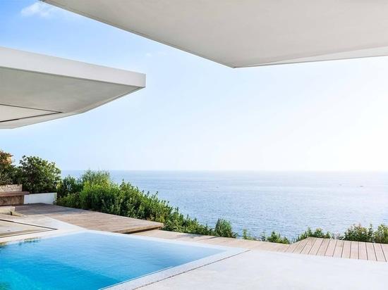 Das Atelier Jle legt werd auf Inhalt, in dem es KRION und Glas in einer Wohnung auf Mallorca verwendet