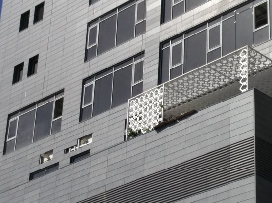 Keramische Kaltfassade durch Favemanc